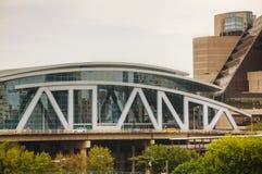 Philips Arena e centro do CNN em Atlanta, GA foto de stock