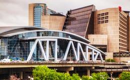 Philips Arena y centro de CNN en Atlanta Imagen de archivo libre de regalías