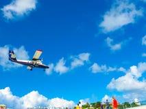 Philipsburg, Sint Maarten - 10 de febrero de 2013: La playa en Maho Bay Imagen de archivo libre de regalías