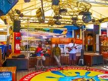Philipsburg, Sint Maarten - 10 Februari, 2013: Het strand in Maho Bay Stock Afbeelding