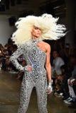 Phillipe Blond cammina la pista alla sfilata di moda di Blonds Immagini Stock Libere da Diritti