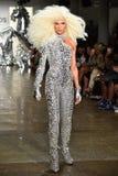 Phillipe Blond cammina la pista alla sfilata di moda di Blonds Fotografie Stock Libere da Diritti