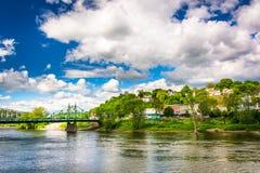 Phillipsburg som är ny - ärmlös tröja som ses över Delawaret River från Ea royaltyfri bild