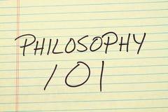 Philosophie 101 auf einem gelben Kanzleibogenblock Stockbild