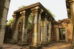 Phimai寺庙的废墟在Phimai历史公园在呵叻,泰国 免版税库存图片