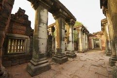 Phimai寺庙的废墟在Phimai历史公园在呵叻,泰国 图库摄影