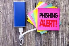 Phishing戒备 在与拷贝空间的稠粘的笔记写的欺骗警告危险的企业概念在老木木背景机智 库存照片