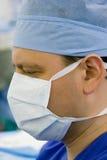 Phisycian em ICU Imagens de Stock