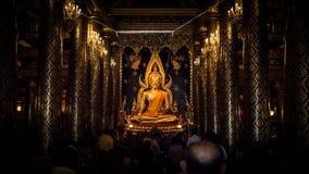 PHITSANULOK, TAILÂNDIA - 6 DE DEZEMBRO DE 2014: Wat Phra Sri Rattana Ma Foto de Stock