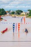 PHITSANULOKE,泰国- 9月21 :在传统泰国长的小船竞争节日的未认出的乘员组2008年9月21日,发埃 免版税库存图片