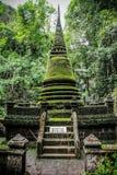 Phliew瀑布的Alongkorn塔 免版税图库摄影