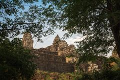 Phnom Bakheng in Siem Reap, Kambodscha stockfotos