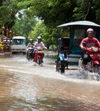 Traffic continues during flood in Phnom Pehh Royalty Free Stock Images