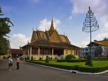 王位大厅在Phnom Pehn 免版税图库摄影