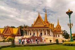 Phnom Penh Royal Palace cambojano de uma distância fotos de stock