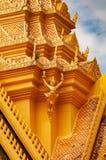 Phnom Penh Royal Palace cambojano - detalhes do diabrete do pináculo imagens de stock royalty free