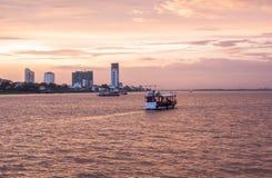 Phnom Penh zmierzchu rejs w Kambodża Obrazy Royalty Free