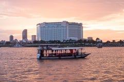 Phnom Penh zmierzchu rejs w Kambodża Obraz Stock