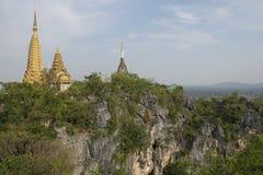 Phnom Sampeau tempel Battambang Cambodja royaltyfria bilder