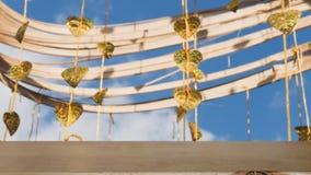 Pho золота выходит смертная казнь через повешение на золотое дерево & x28; image& x29 нерезкости; с selecte стоковое изображение