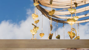 Pho золота выходит смертная казнь через повешение на золотое дерево & x28; image& x29 нерезкости; с selecte стоковое фото