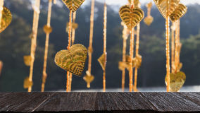 Pho золота выходит смертная казнь через повешение на золотое дерево & x28; image& x29 нерезкости; с selecte стоковые изображения