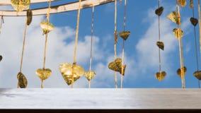 Pho золота выходит смертная казнь через повешение на золотое дерево & x28; image& x29 нерезкости; с selecte стоковое изображение rf