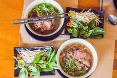 Pho BO - de Vietnamese verse soep van de rijstnoedel met rundvlees, kruiden en stock foto