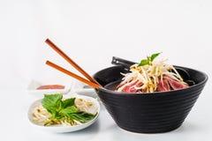 Pho - de Vietnamese Zeldzame soep van de Rundvleesnoedel stock foto
