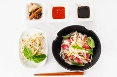 Pho - vietnamesisk sällsynt nötköttnudelsoppa fotografering för bildbyråer
