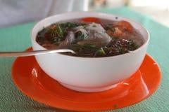 Pho vietnamiano da sopa com camarões e alimento de mar fotos de stock royalty free