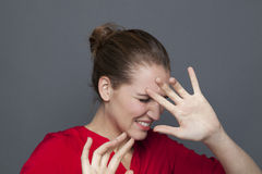 Phobic 20s dziewczyna dla negatywnego uczucia pojęcia Obraz Stock