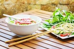 Phoen Bo är en nötköttnudelsoppa Gatamat av Vietnam arkivfoton
