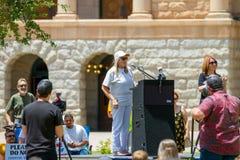 """PHOENIX, †de ARIZONA-USA """"18 DE MAYO DE 2019 - el doctorado de Judy Mikovits habla en Arizona marzo para la libertad médica foto de archivo"""