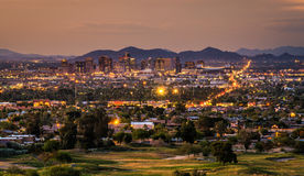 Phoenix Arizona linia horyzontu przy zmierzchem Fotografia Royalty Free