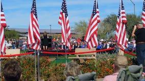 """Phoenix AZ-/USA †""""11/11/2017: Högtalare och folkmassa för ceremoni för veterandag stock video"""