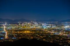 Phoenix Cityscape på natten Arkivbild