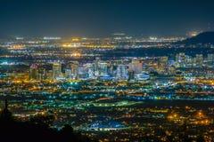 Phoenix Cityscape på natten Royaltyfria Bilder