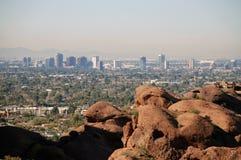 Phoenix de stad in: mening van Camelback Berg 2 Stock Afbeelding