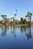 Phoenix im Stadtzentrum gelegen, wie vom Encanto Park See, AZ gesehen Stockbild