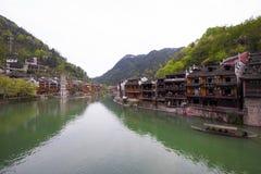 Den Tuojiang floden båda packar ihop landskap i det Phoenix länet, porslin Royaltyfri Bild
