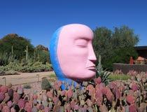 Phoenix/Tempe, Arizona: Jun Kaneko - cabeza rosada/azul de la escultura de cerámica imágenes de archivo libres de regalías