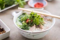 Phoga soep met de dienende sausen, de kruiden en de kruiden stock afbeeldingen