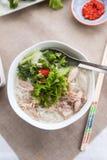 Phoga soep met de dienende sausen, de kruiden en de kruiden royalty-vrije stock fotografie