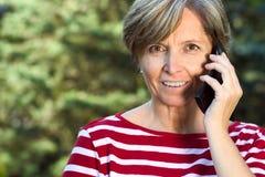phone talks woman Στοκ φωτογραφίες με δικαίωμα ελεύθερης χρήσης