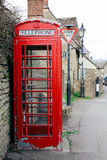 Phonebox vermelho velho Fotografia de Stock Royalty Free