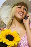 Phonecall e fiori Fotografia Stock Libera da Diritti