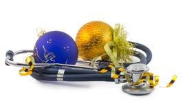 Phonendoscope των διακοσμήσεων Χριστουγέννων που απομονώνονται στο άσπρο backgro Στοκ εικόνες με δικαίωμα ελεύθερης χρήσης