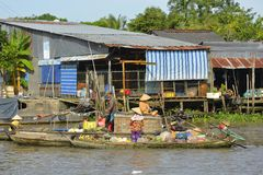 Phong Dien浮动的市场 免版税图库摄影