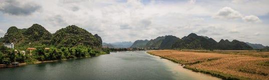 Phong Nha Rzeczna panorama, Północny centrali wybrzeże, Wietnam Obrazy Stock